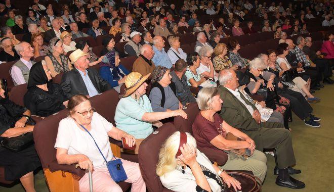 Foto: Seniorii, premiați de Primăria Constanța. Cum intrați în posesia câștigului