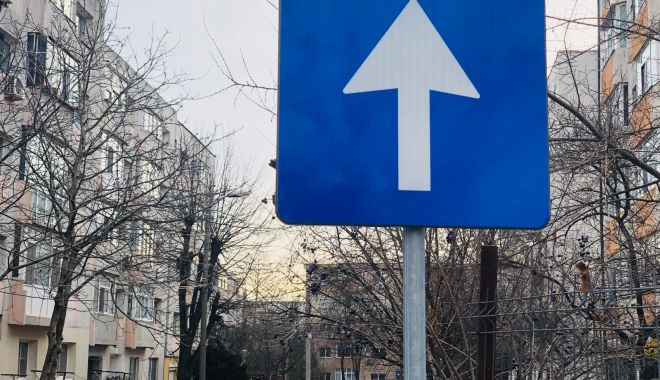Foto: Şoferi, atenţie! SENS UNIC PE O STRADĂ INTENS CIRCULATĂ, din Constanţa