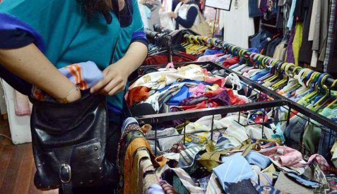 Foto: Haine şi pantofi furaţi din magazine şi supermarketuri
