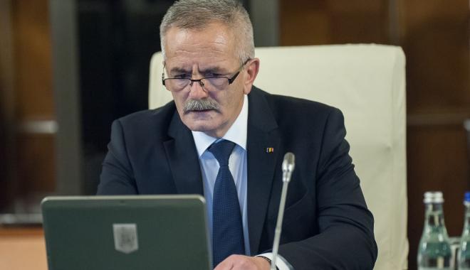 """Foto: Şerban Valeca: """"Granturi de 3.500 de euro pentru olimpicii români"""""""