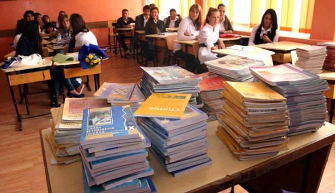 Foto: Se schimbă manualele şi programa şcolară!