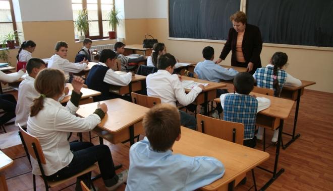 Foto: Se simulează din nou altă probă scrisă a examenelor naţionale