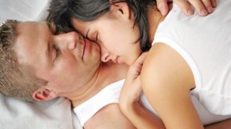 Foto: De ce fac sex unii bărbaţi în timp ce dorm