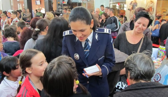 Foto: Sfaturi de la poli�i�ti pentru copii, �n vacan��