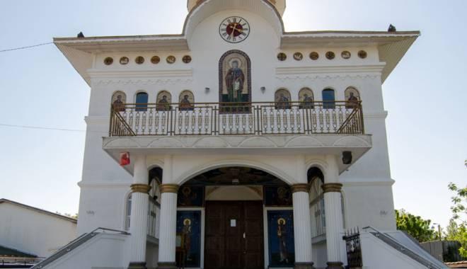 Foto: Sfinţirea primei biserici  din Năvodari