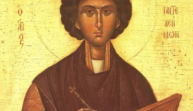 Foto: Sărbătoare mare, la Constanţa. Moaştele Sfântului Pantelimon, la Catedrala arhiepiscopală