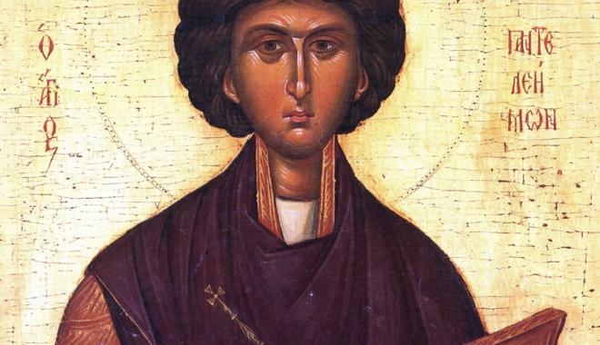Foto: Moaştele Sfântului Pantelimon, la Catedrala arhiepiscopală