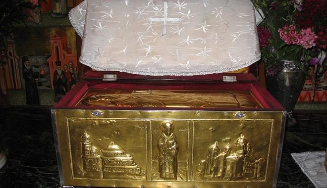 Moaștele Sfântului Nectarie, aduse la Constanța - sfnectarie2-1320656885.jpg