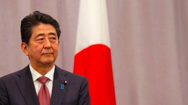 Foto: Premierul japonez Shinzo Abe soseşte marţi la Bucureşti. Întâlnirea de la guvern, anulată, merge la Cotroceni
