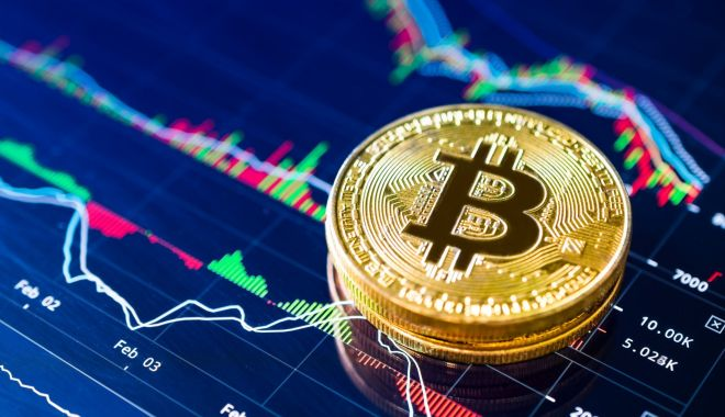 Foto: Bitcoin, visul spulberat. Criptomoneda s-a prăbuşit într-un an şi a pierdut peste 10.000 de dolari din valoare