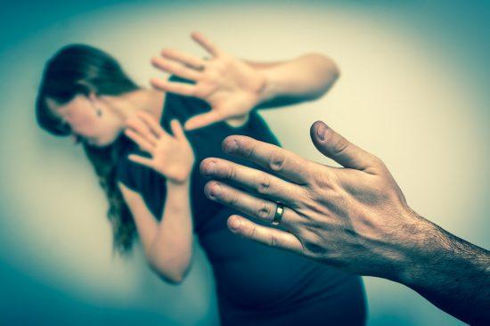 Foto: O femeie ar putea scăpa ÎN PREMIERĂ de acuzaţia de omor a soţului! Odată cu ea, mii de alte victime eliberate