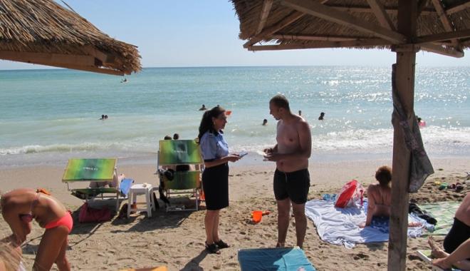 """Foto: """"Siguranţa ta, prioritatea noastră"""", campania  lansată de poliţişti,  la malul mării"""