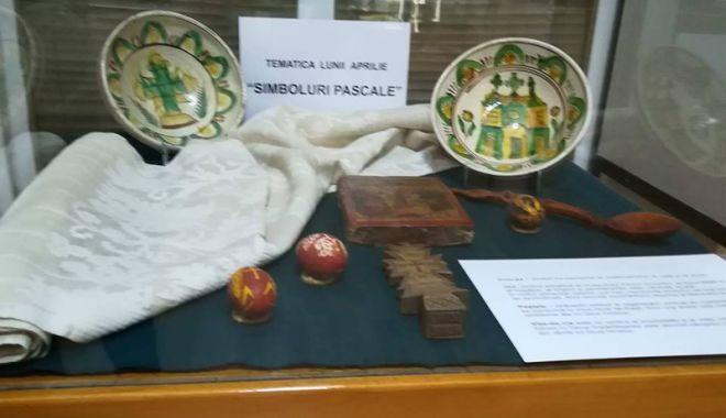 """Foto: """"Simboluri pascale"""", tematica lunii aprilie,  la Muzeul  de Artă Populară Constanța"""