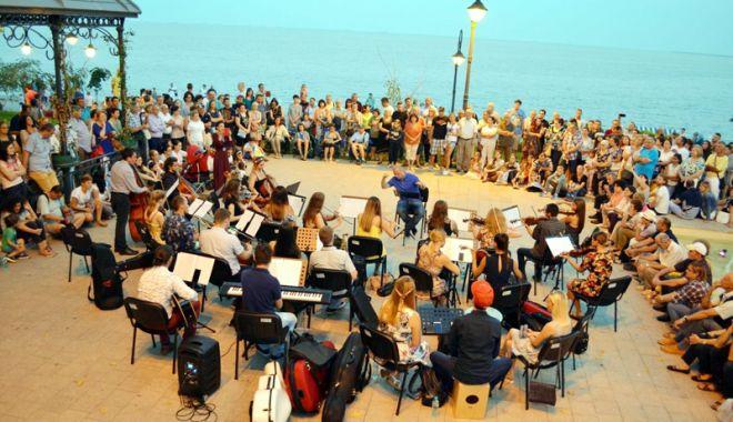 """Foto: Seri de neuitat pe litoral cu orchestra simfonică """"Bigg Dimm a'Band"""""""