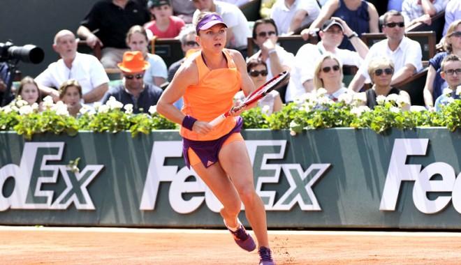 """Foto: Simona Halep, pe podiumul WTA. Câţi bani are în """"puşculiţă"""""""