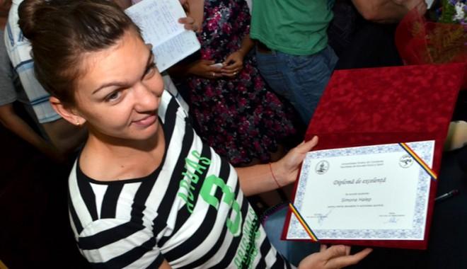 """Simona Halep a susţinut examenul de licenţă la Universitatea """"Ovidius"""" - simona-1410550697.jpg"""