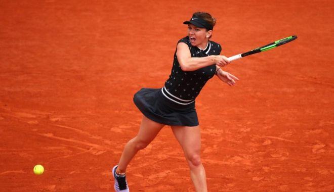 """Foto: Simona Halep şi-a """"demolat"""" adversara. E în sferturi la Roland Garros!"""