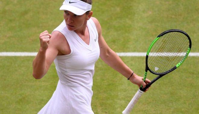 Foto: Simona Halep și-a înrămat racheta cu care a triumfat la Wimbledon