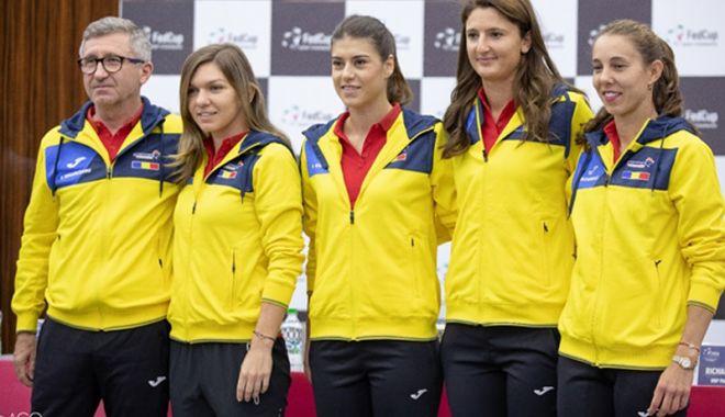"""Foto: Simona Halep deschide """"balul"""" în meciul de la Cluj, contra Elveţiei"""
