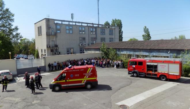 """Foto: Simulare de cutremur la Universitatea """"Andrei Şaguna"""". Urmează un alt exerciţiu de amploare"""