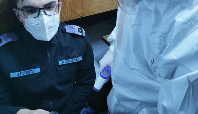 """Exerciţiu pe mare. Simularea unui caz de infectare cu coronavirus, la bordul dragorului maritim """"Locotenent Lupu Dinescu"""", aflat în misiune NATO - simulare-1614589907.jpg"""