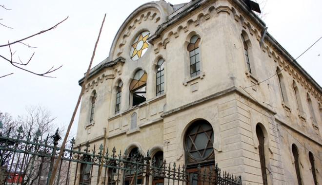 Atenție, cad bucăți de istorie: Sinagoga din Constanța - sinagoga-1331571990.jpg