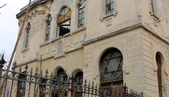 Atenție, cad bucăți de istorie: Sinagoga din Constanța - sinagoga1-1331571955.jpg