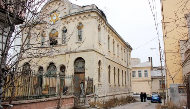 Atenție, cad bucăți de istorie: Sinagoga din Constanța - sinagoga3-1331571971.jpg