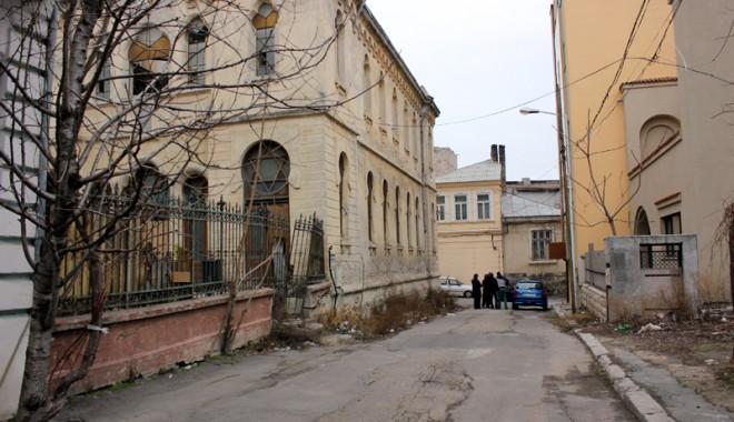 Atenție, cad bucăți de istorie: Sinagoga din Constanța - sinagoga4-1331571981.jpg