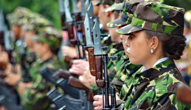 Foto: Salariaţii civili din MApN vor cel puţin drepturi egale cu militarii
