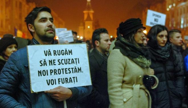 Foto: Sindicatele şi ONG-urile scot populația în stradă, împotriva hoţiei şi haosului