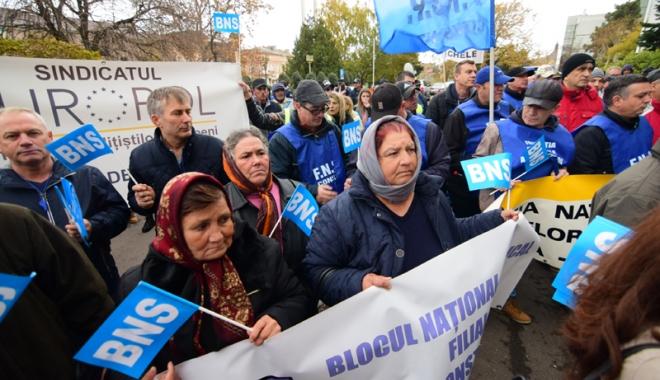 Foto: Sindicatele acuză haosul din negocierile salariale impuse de Guvernul Tudose