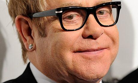 Foto: Elton John se va căsători cu partenerul lui de viaţă
