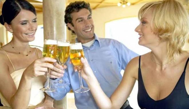 Foto: De ce e bine să bei câtă bere pofteşti