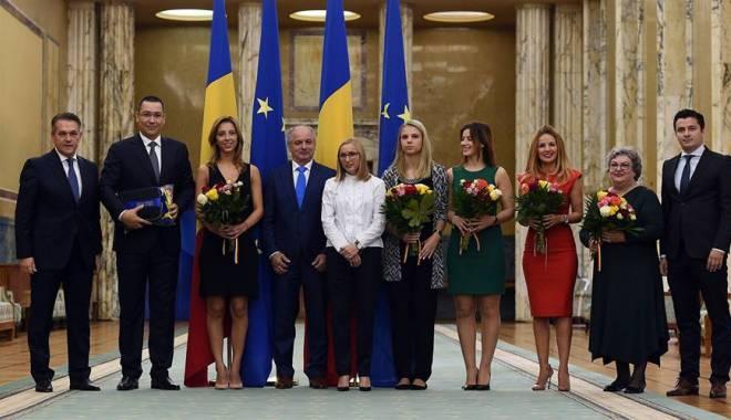 Foto: Eliza Samara, felicitată de ministrul Gabi Szabo