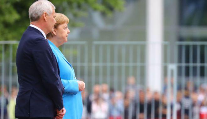 Foto: Angela Merkel, surprinsă tremurând puternic pentru a treia oară în mai puțin de o lună