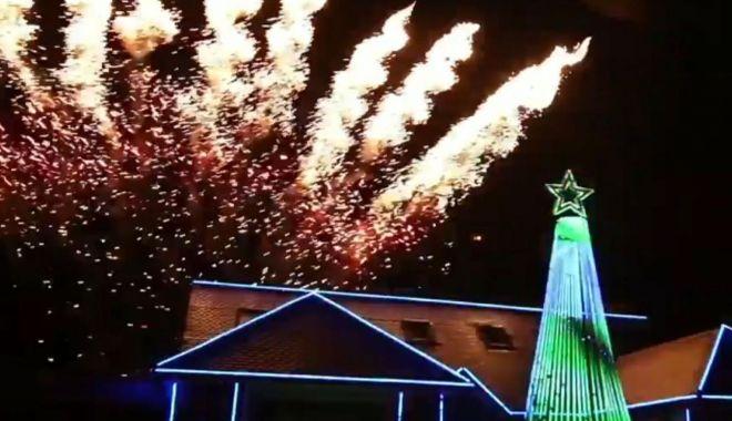 Foto: VIDEO. Un bărbat și-a decorat casa, pentru Crăciun, cu un scop total diferit de al celorlați