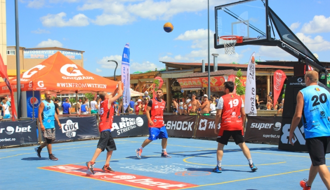 Foto: Slam-dunk pe nisip! Spectaculosul baschet 3x3 revine la Mamaia