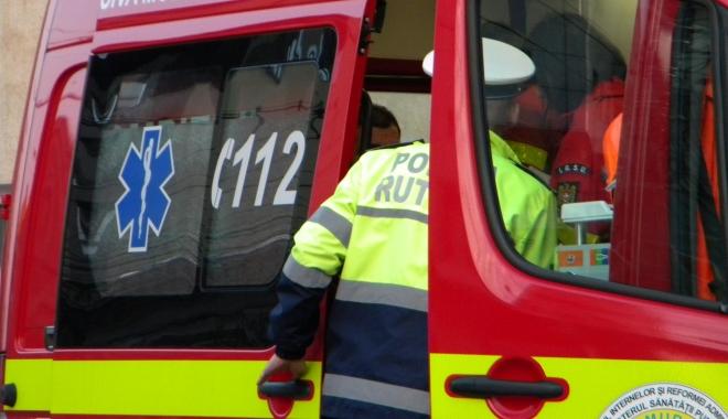 Foto: ACCIDENT GRAV. Microbuz şcolar lovit de o maşină. Zece copii au fost spitalizaţi