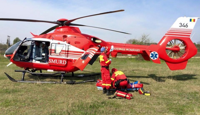 Foto: Accident de muncă înfiorător! Muncitort preluat cu elicopterul Smurd, după ce a căzut de la etajul cinci al unui bloc