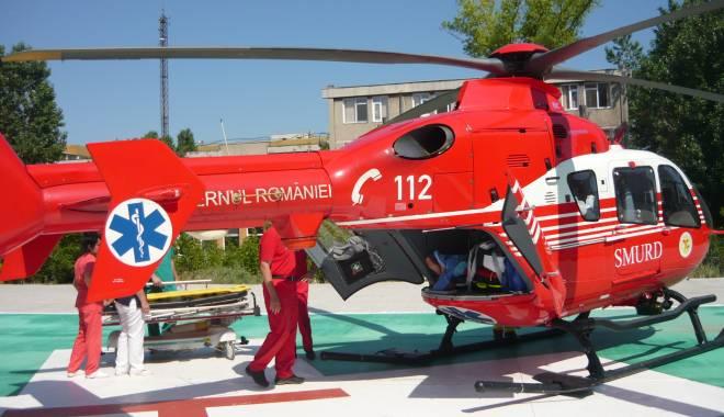 Foto: Elicopterul SMURD intervine la Castelu. O persoană s-a tăiat cu flexul