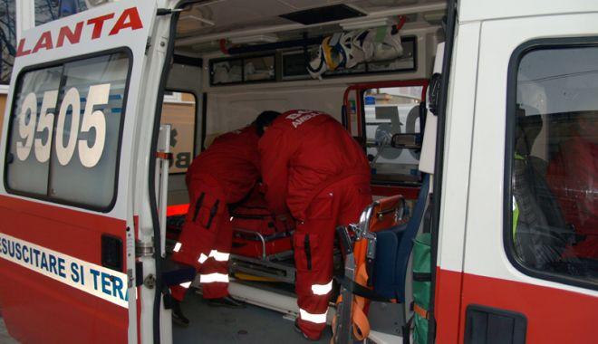 Foto: Ambulanţa Constanţa, solicitată în cazul unei femei peste care a căzut o scară