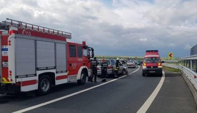 Accident pe Autostrada A1. Un poliţist, în stare gravă după ce a fost acroşat de un TIR - smurdaccidentautostrada750x43053-1505113091.jpg