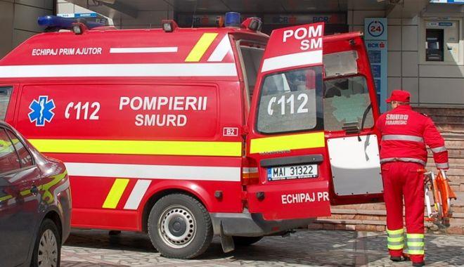 Un tânăr a chemat pompierii după ce a rămas cu mâna blocată sub pat. Bărbatul a vrut să ia telecomanda - smurdf-1531292429.jpg