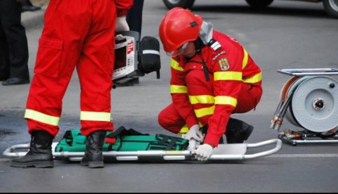 Foto: TRAGEDIE PE AUTOSTRADA BUCURE�TI-CONSTAN�A! UN MORT �I MAI MULTE MA�INI DISTRUSE