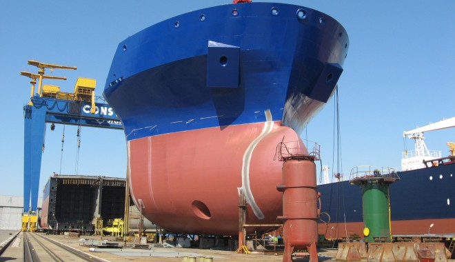 Foto: Nave în construcţie la SNC