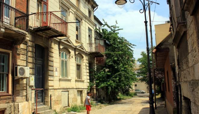 Foto: Povestea teribilă a unei clădiri de patrimoniu, devenită o ruină!