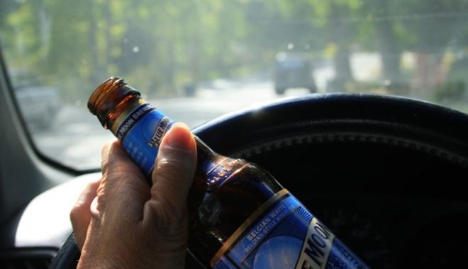 Foto: Şofer beat  şi drogat, oprit  cu focuri de armă de poliţişti