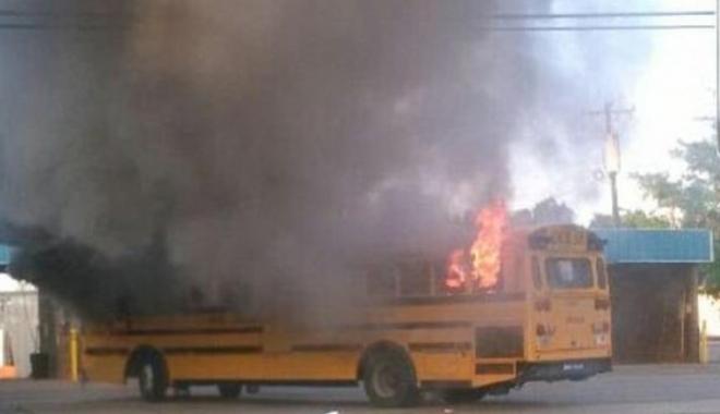 Foto: Şoferiţă de autobuz, eroină după ce a reuşit să salveze 56 de elevi dintr-un incendiu