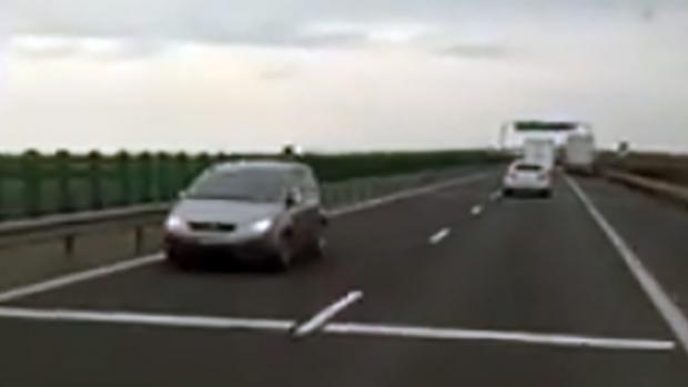 Foto: Şofer surprins când mergea pe contrasens, pe autostradă
